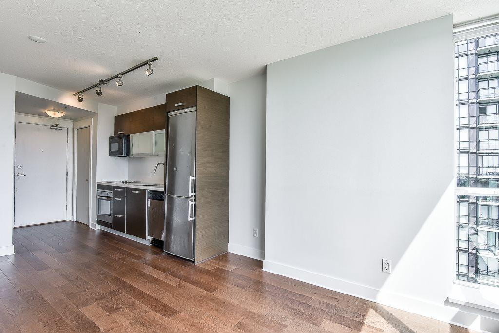 Condo Apartment at 1906 13380 108 AVENUE, Unit 1906, North Surrey, British Columbia. Image 9