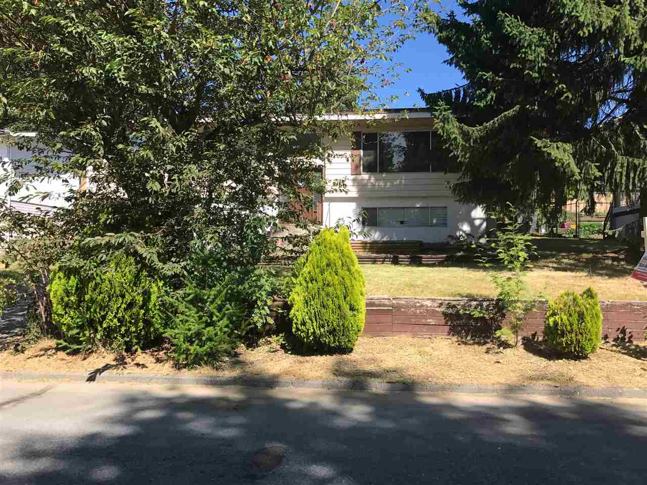Detached at 2074 DOLPHIN CRESCENT, Abbotsford, British Columbia. Image 2