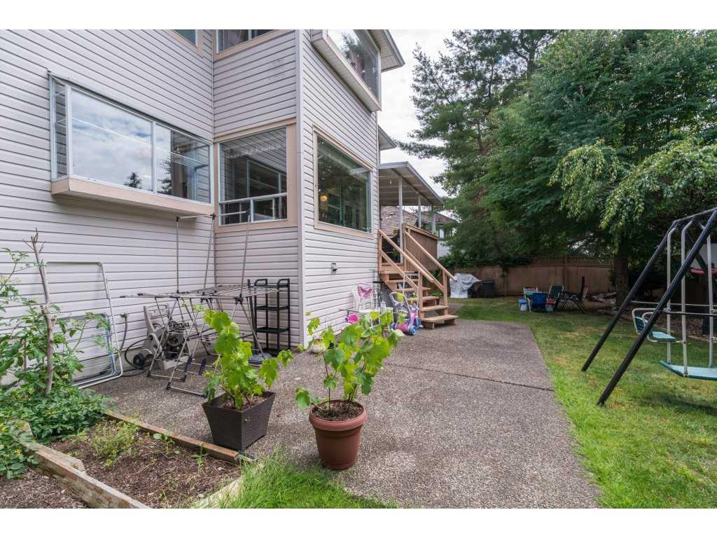 Detached at 8035 153A STREET, Surrey, British Columbia. Image 19