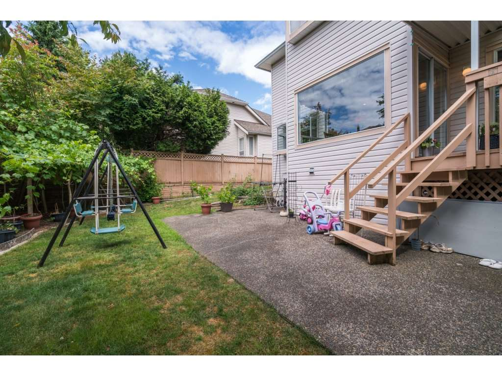 Detached at 8035 153A STREET, Surrey, British Columbia. Image 20