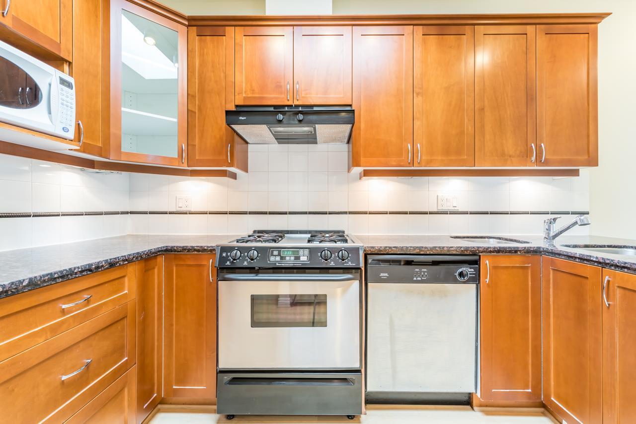 Condo Apartment at PH3 3028 W 41ST AVENUE, Unit PH3, Vancouver West, British Columbia. Image 3