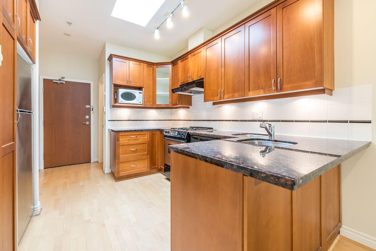 Condo Apartment at PH3 3028 W 41ST AVENUE, Unit PH3, Vancouver West, British Columbia. Image 4