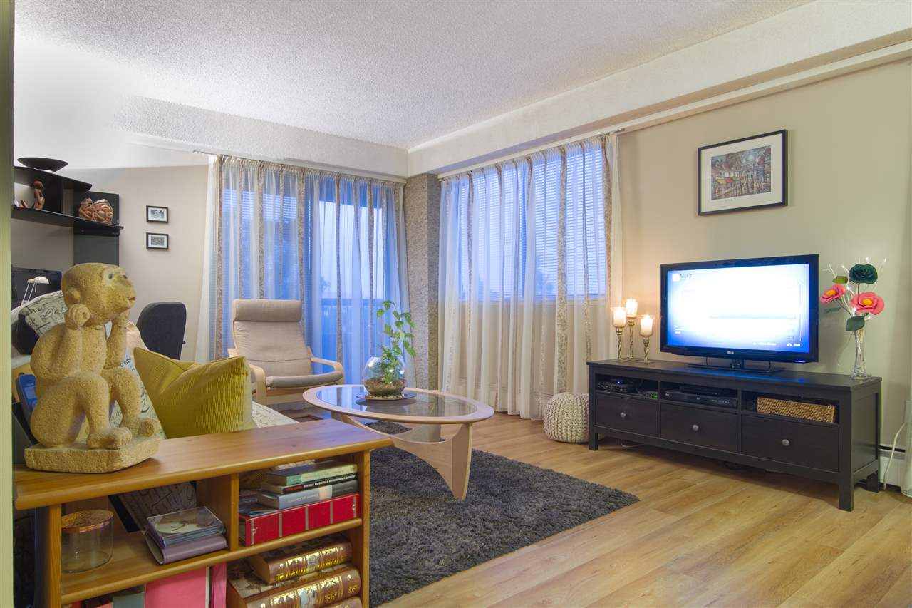 Condo Apartment at 402 47 AGNES STREET, Unit 402, New Westminster, British Columbia. Image 2