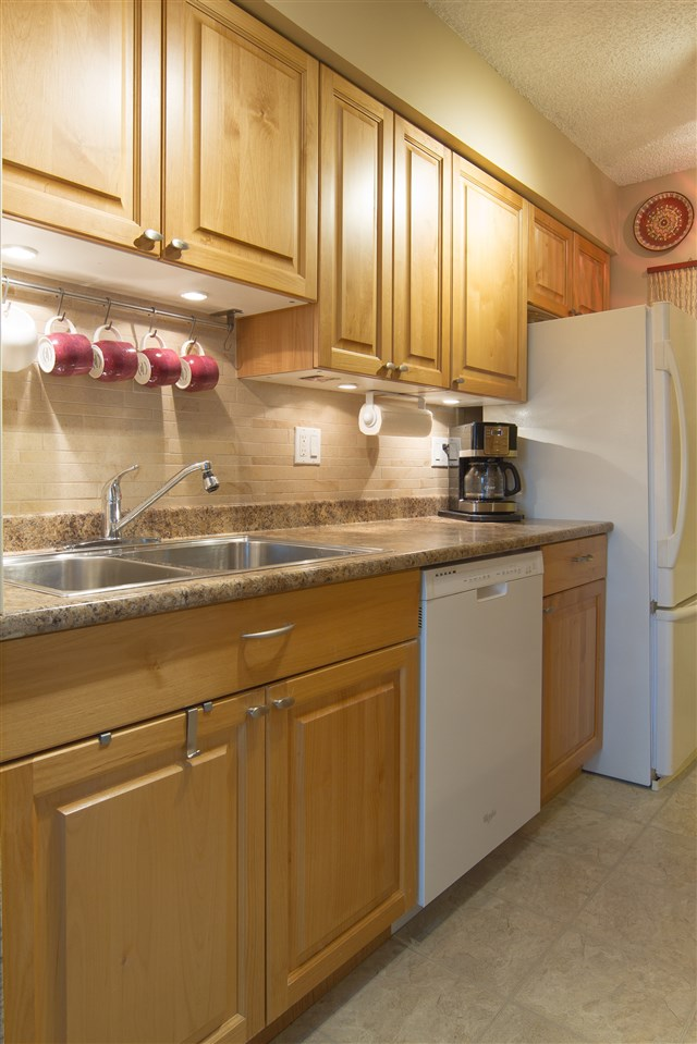 Condo Apartment at 402 47 AGNES STREET, Unit 402, New Westminster, British Columbia. Image 6
