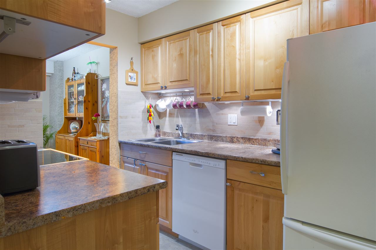 Condo Apartment at 402 47 AGNES STREET, Unit 402, New Westminster, British Columbia. Image 8