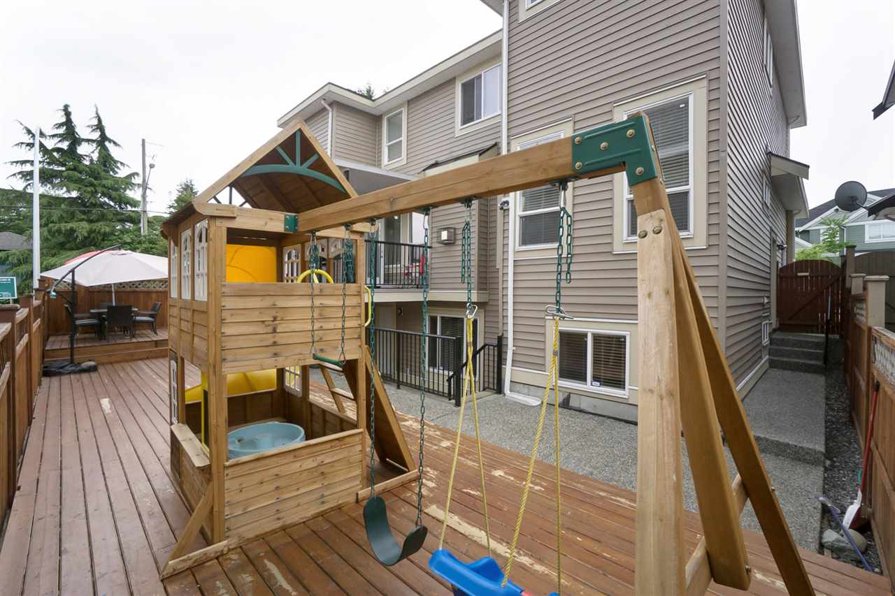 Detached at 14599 59B AVENUE, Surrey, British Columbia. Image 20