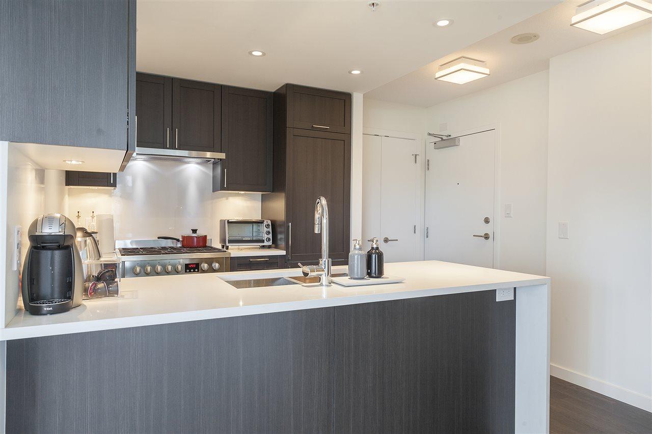 Condo Apartment at 1607 5665 BOUNDARY ROAD, Unit 1607, Vancouver East, British Columbia. Image 1