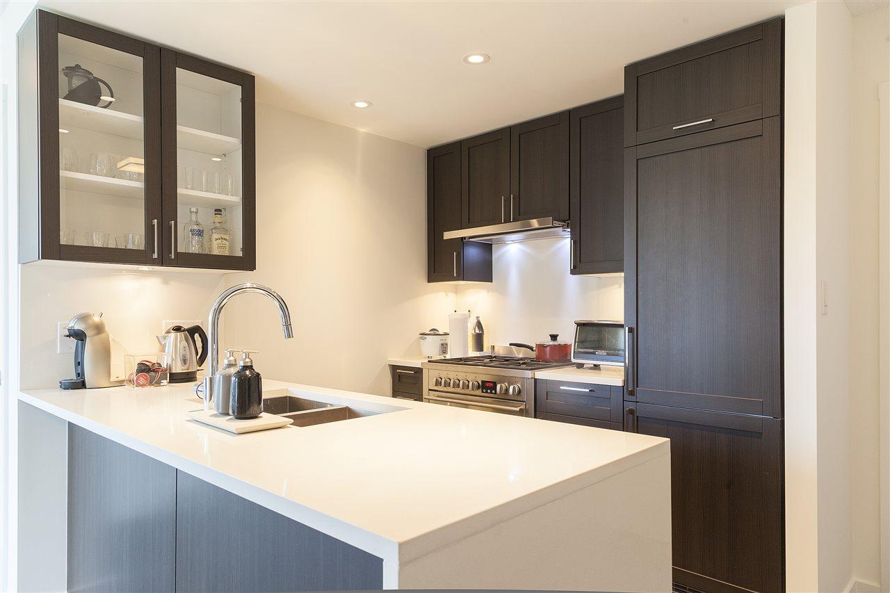 Condo Apartment at 1607 5665 BOUNDARY ROAD, Unit 1607, Vancouver East, British Columbia. Image 2