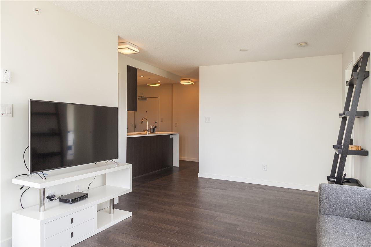 Condo Apartment at 1607 5665 BOUNDARY ROAD, Unit 1607, Vancouver East, British Columbia. Image 5