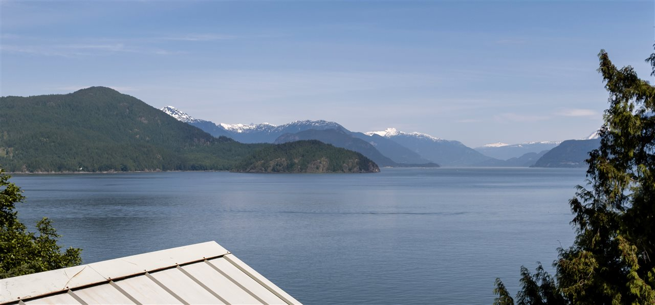 Detached at 292 SMUGGLERS COVE ROAD, Bowen Island, British Columbia. Image 3