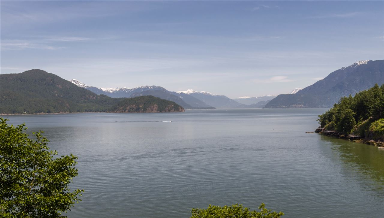 Detached at 292 SMUGGLERS COVE ROAD, Bowen Island, British Columbia. Image 8