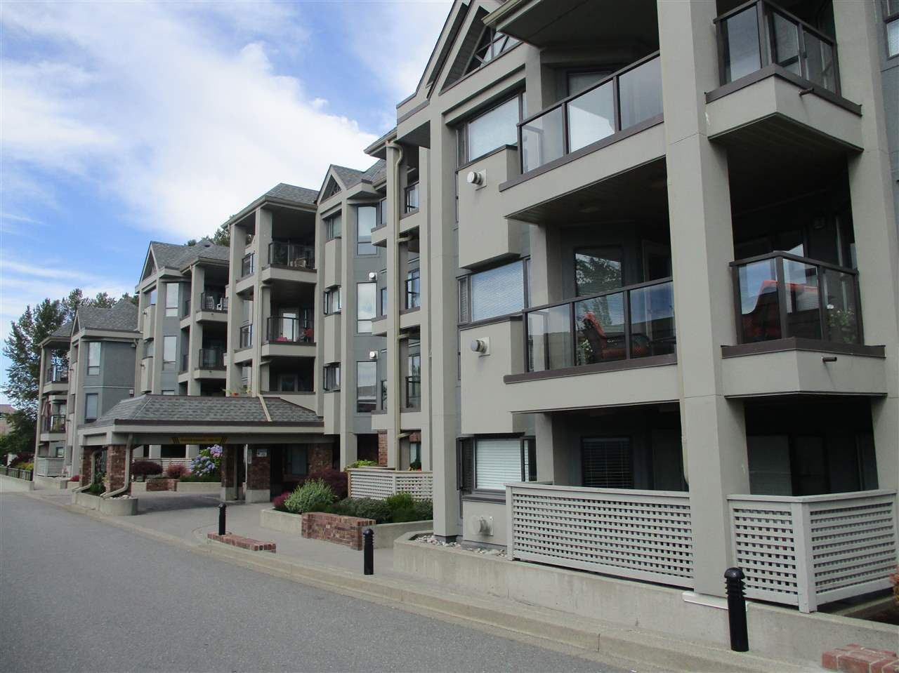 Condo Apartment at 106 15241 18 AVENUE, Unit 106, South Surrey White Rock, British Columbia. Image 2