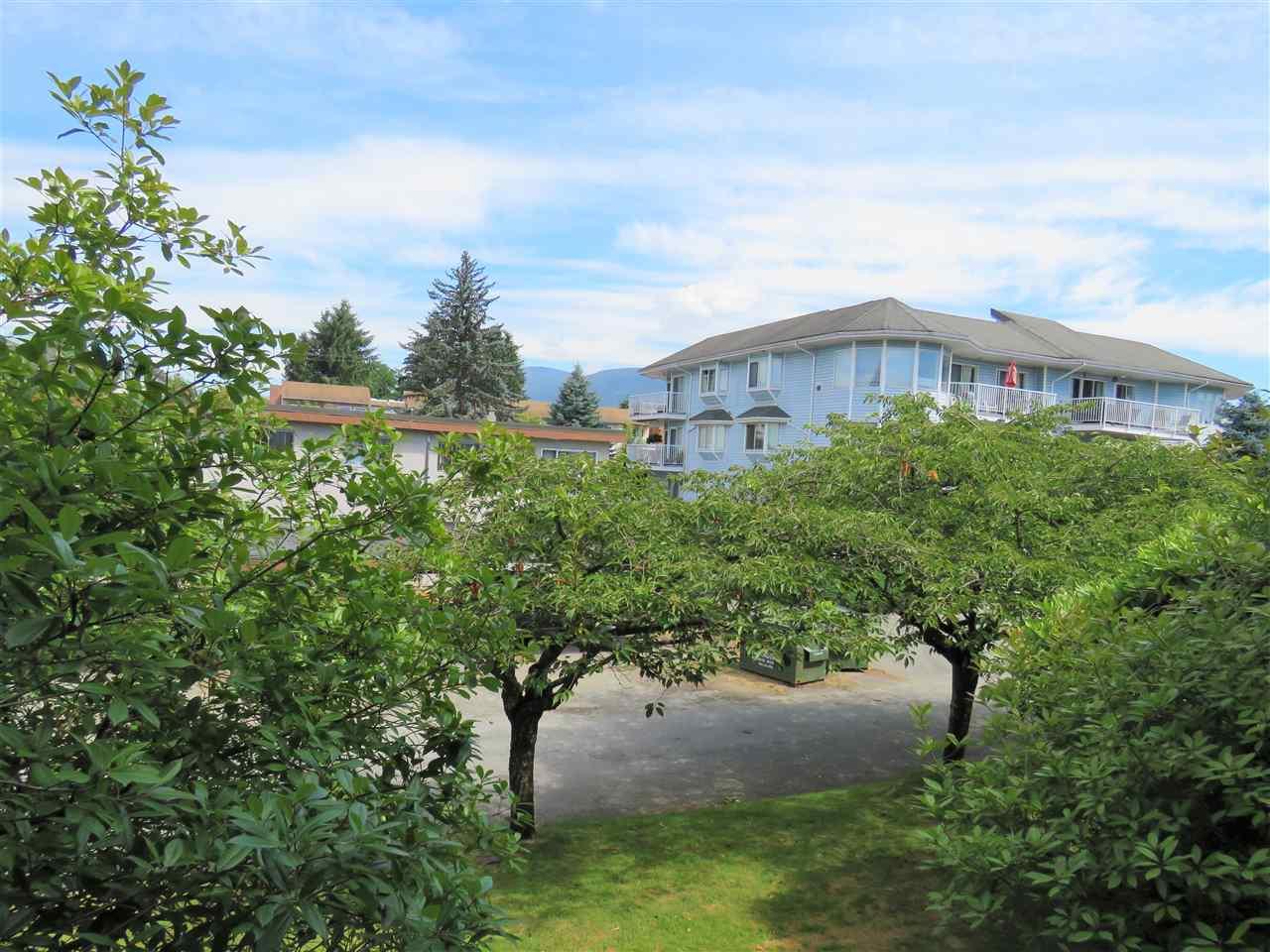 Condo Apartment at 215 2055 SUFFOLK AVENUE, Unit 215, Port Coquitlam, British Columbia. Image 12
