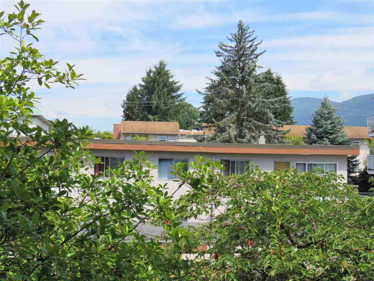 Condo Apartment at 215 2055 SUFFOLK AVENUE, Unit 215, Port Coquitlam, British Columbia. Image 14