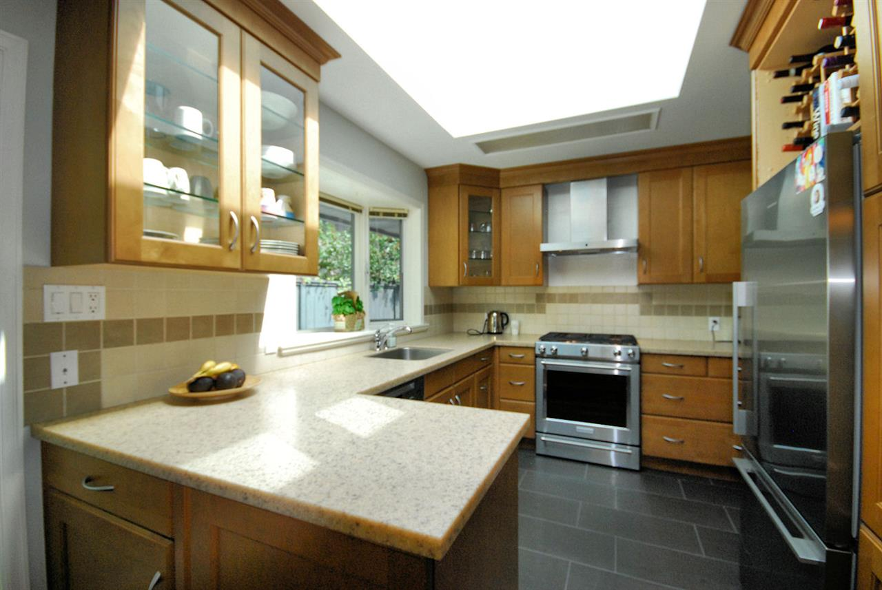 Detached at 3404 EDGEMONT BOULEVARD, North Vancouver, British Columbia. Image 8