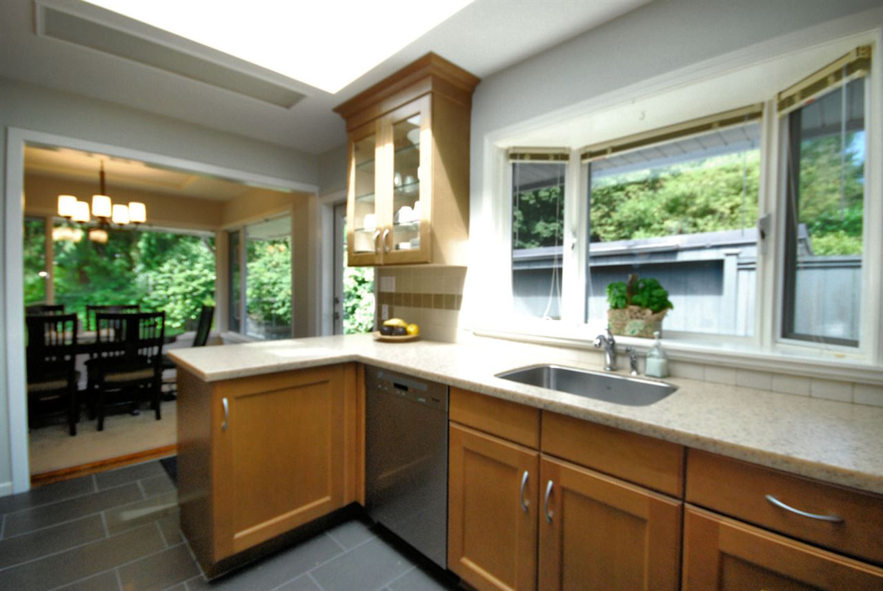 Detached at 3404 EDGEMONT BOULEVARD, North Vancouver, British Columbia. Image 9