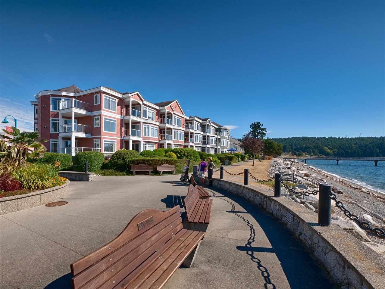 Condo Apartment at 208 5470 INLET AVENUE, Unit 208, Sunshine Coast, British Columbia. Image 4