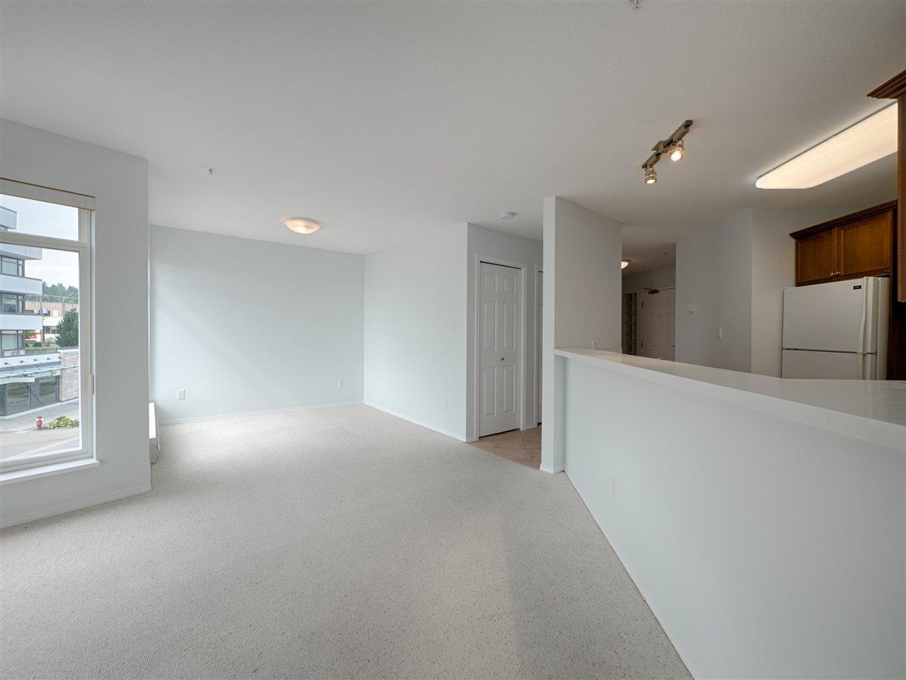 Condo Apartment at 208 5470 INLET AVENUE, Unit 208, Sunshine Coast, British Columbia. Image 6