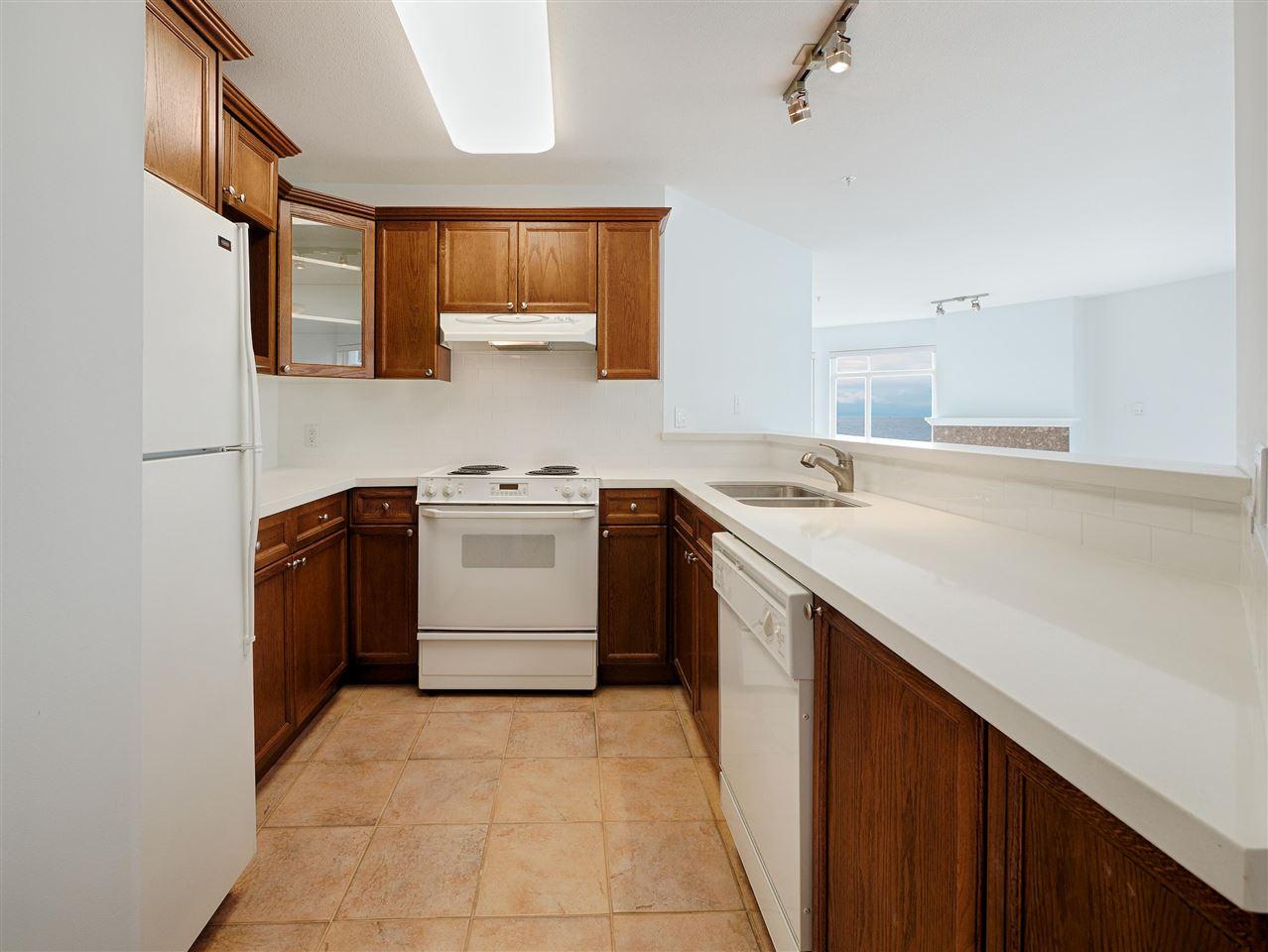 Condo Apartment at 208 5470 INLET AVENUE, Unit 208, Sunshine Coast, British Columbia. Image 7