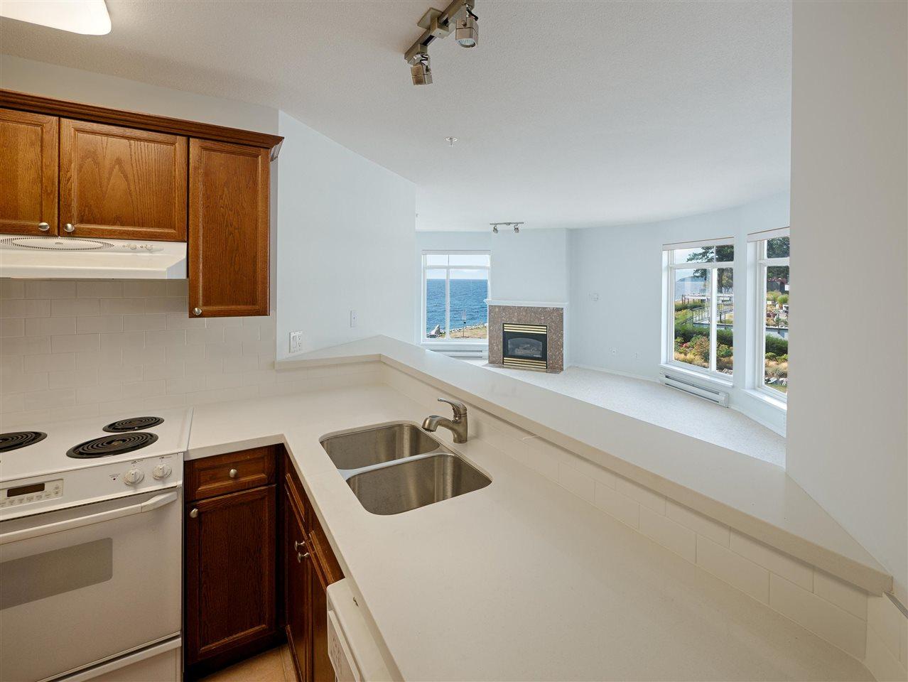 Condo Apartment at 208 5470 INLET AVENUE, Unit 208, Sunshine Coast, British Columbia. Image 8