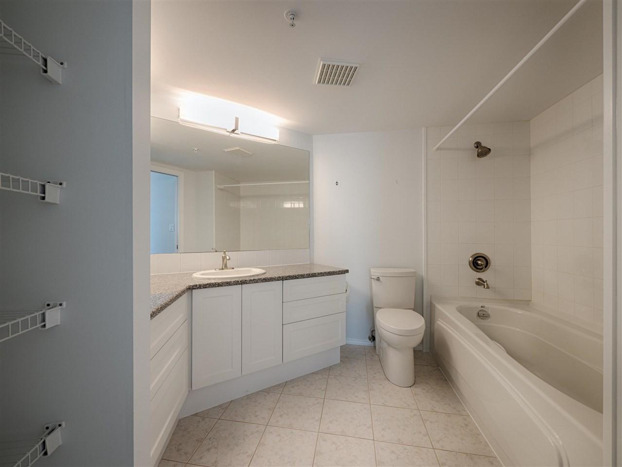 Condo Apartment at 208 5470 INLET AVENUE, Unit 208, Sunshine Coast, British Columbia. Image 11