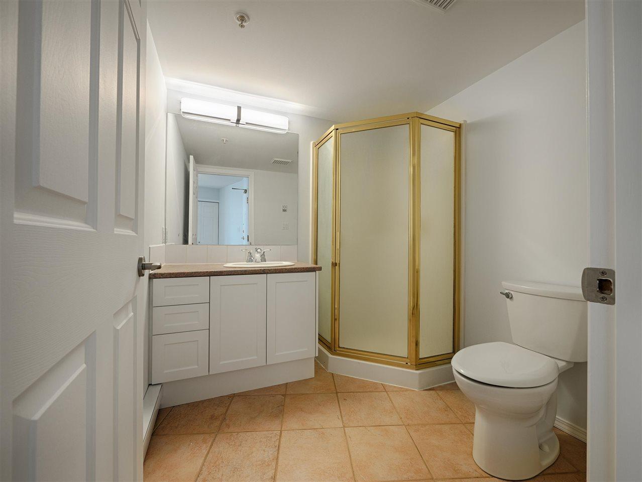 Condo Apartment at 208 5470 INLET AVENUE, Unit 208, Sunshine Coast, British Columbia. Image 13