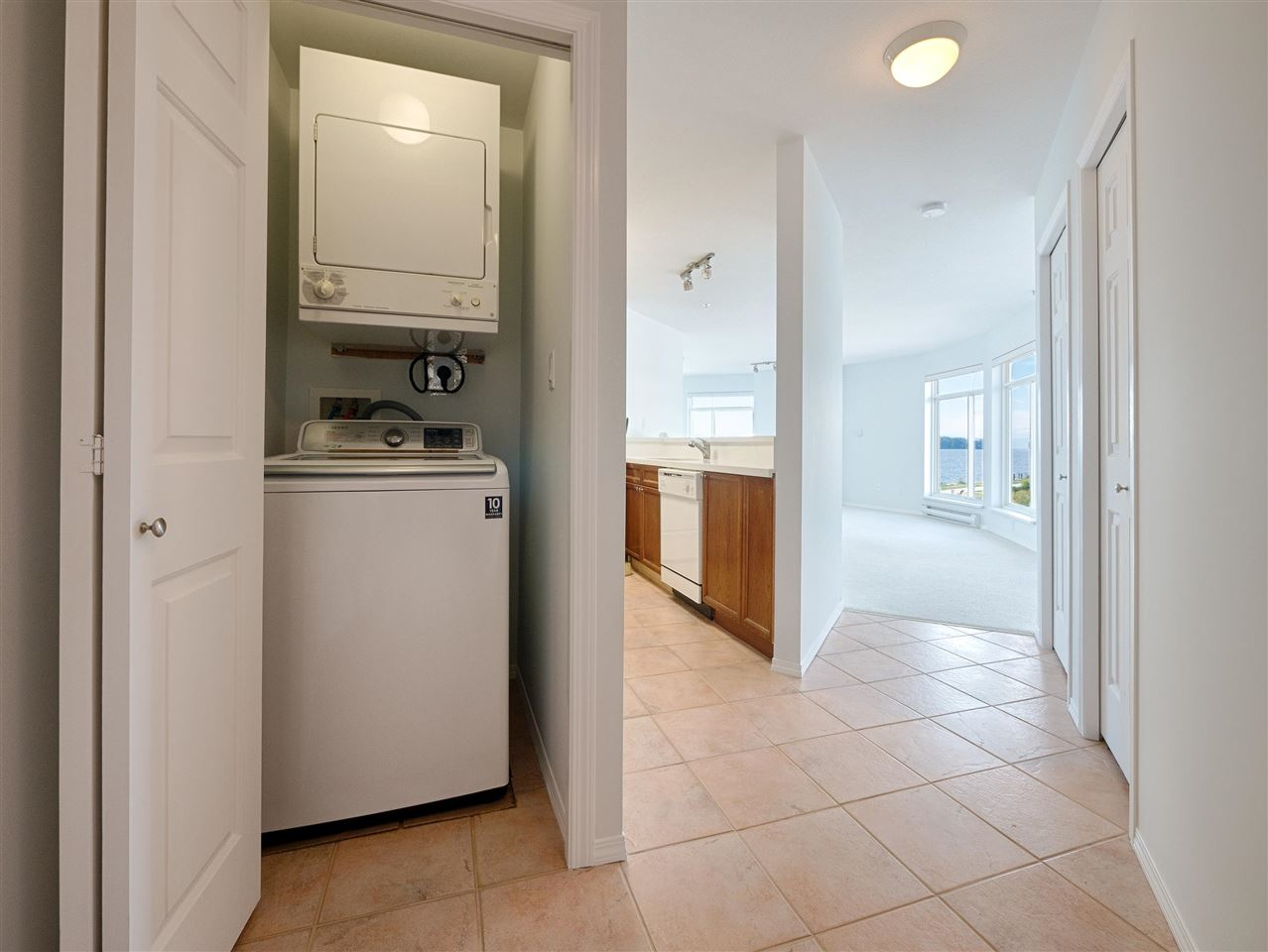 Condo Apartment at 208 5470 INLET AVENUE, Unit 208, Sunshine Coast, British Columbia. Image 14