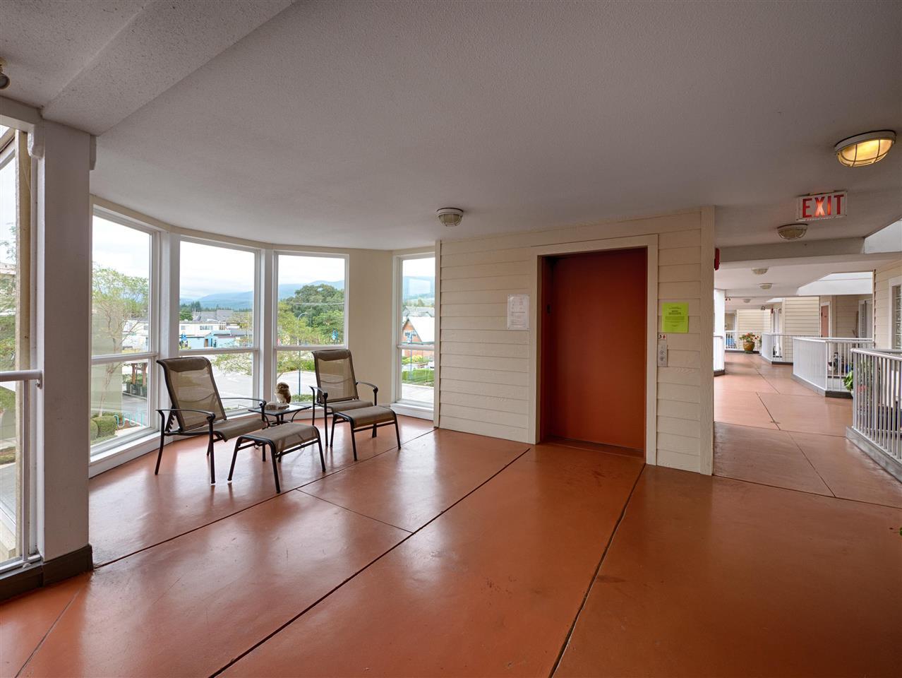 Condo Apartment at 208 5470 INLET AVENUE, Unit 208, Sunshine Coast, British Columbia. Image 16