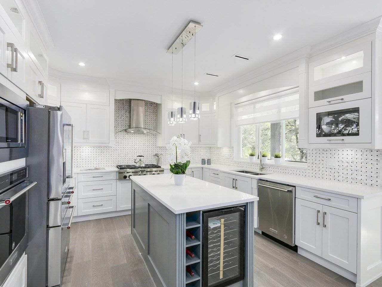 Detached at 332 ELEVENTH STREET, New Westminster, British Columbia. Image 8