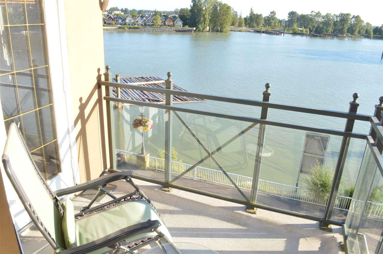 Condo Apartment at 411 6 RENAISSANCE SQUARE, Unit 411, New Westminster, British Columbia. Image 7