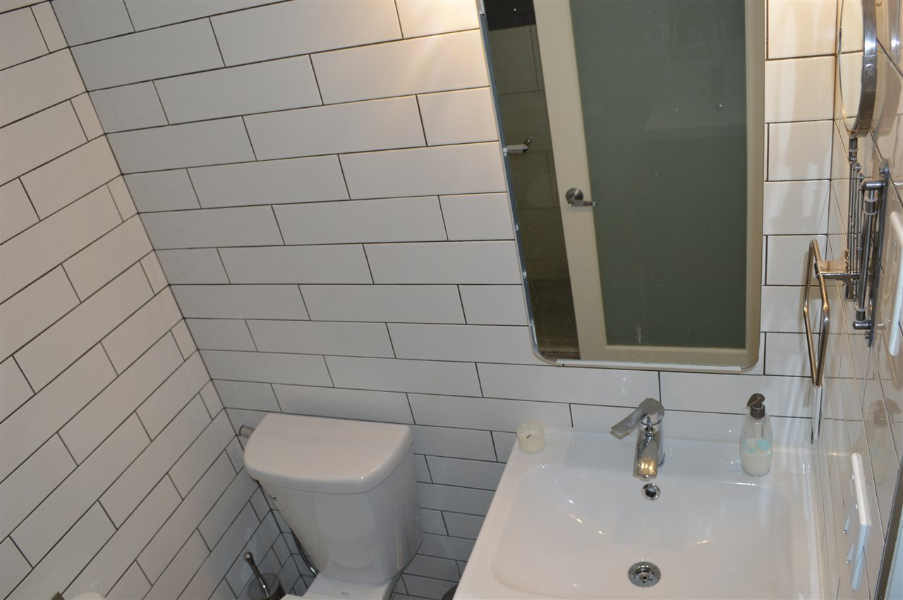 Condo Apartment at 411 6 RENAISSANCE SQUARE, Unit 411, New Westminster, British Columbia. Image 8