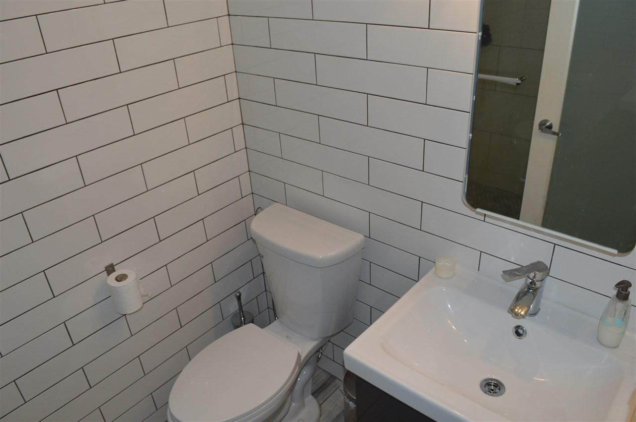 Condo Apartment at 411 6 RENAISSANCE SQUARE, Unit 411, New Westminster, British Columbia. Image 9