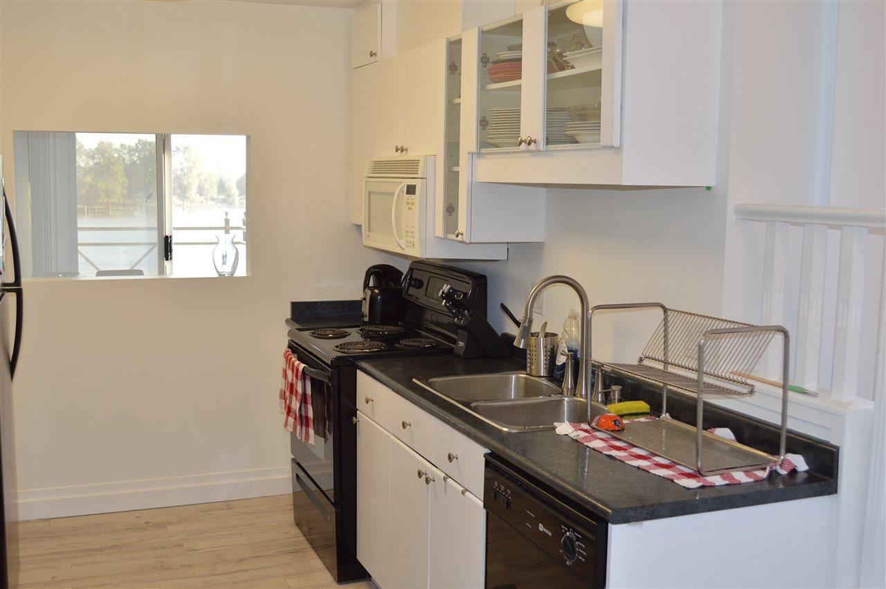Condo Apartment at 411 6 RENAISSANCE SQUARE, Unit 411, New Westminster, British Columbia. Image 10