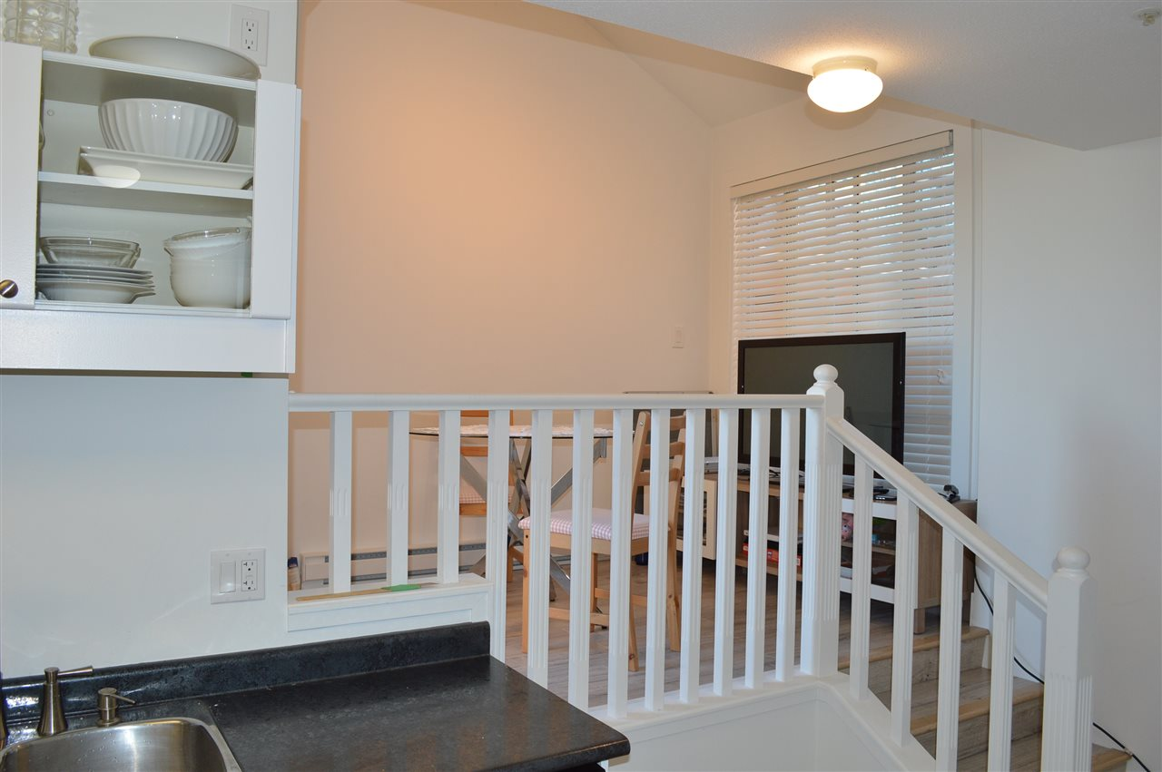 Condo Apartment at 411 6 RENAISSANCE SQUARE, Unit 411, New Westminster, British Columbia. Image 11