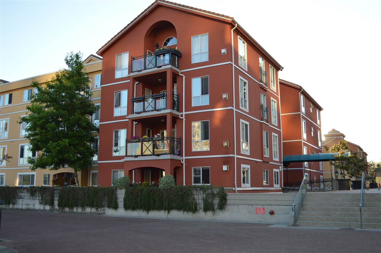 Condo Apartment at 411 6 RENAISSANCE SQUARE, Unit 411, New Westminster, British Columbia. Image 19