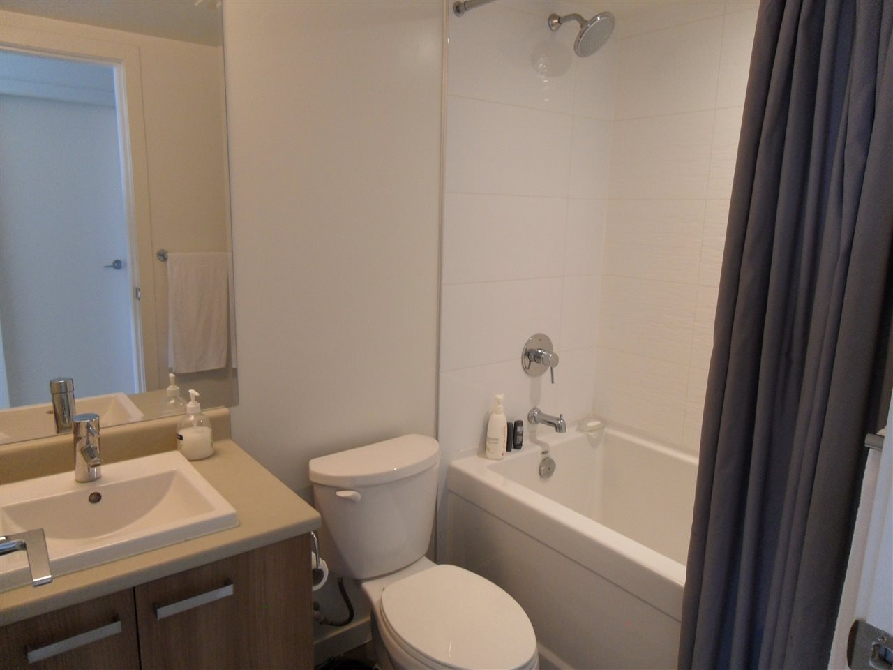 Condo Apartment at 3803 13325 102A AVENUE, Unit 3803, North Surrey, British Columbia. Image 8