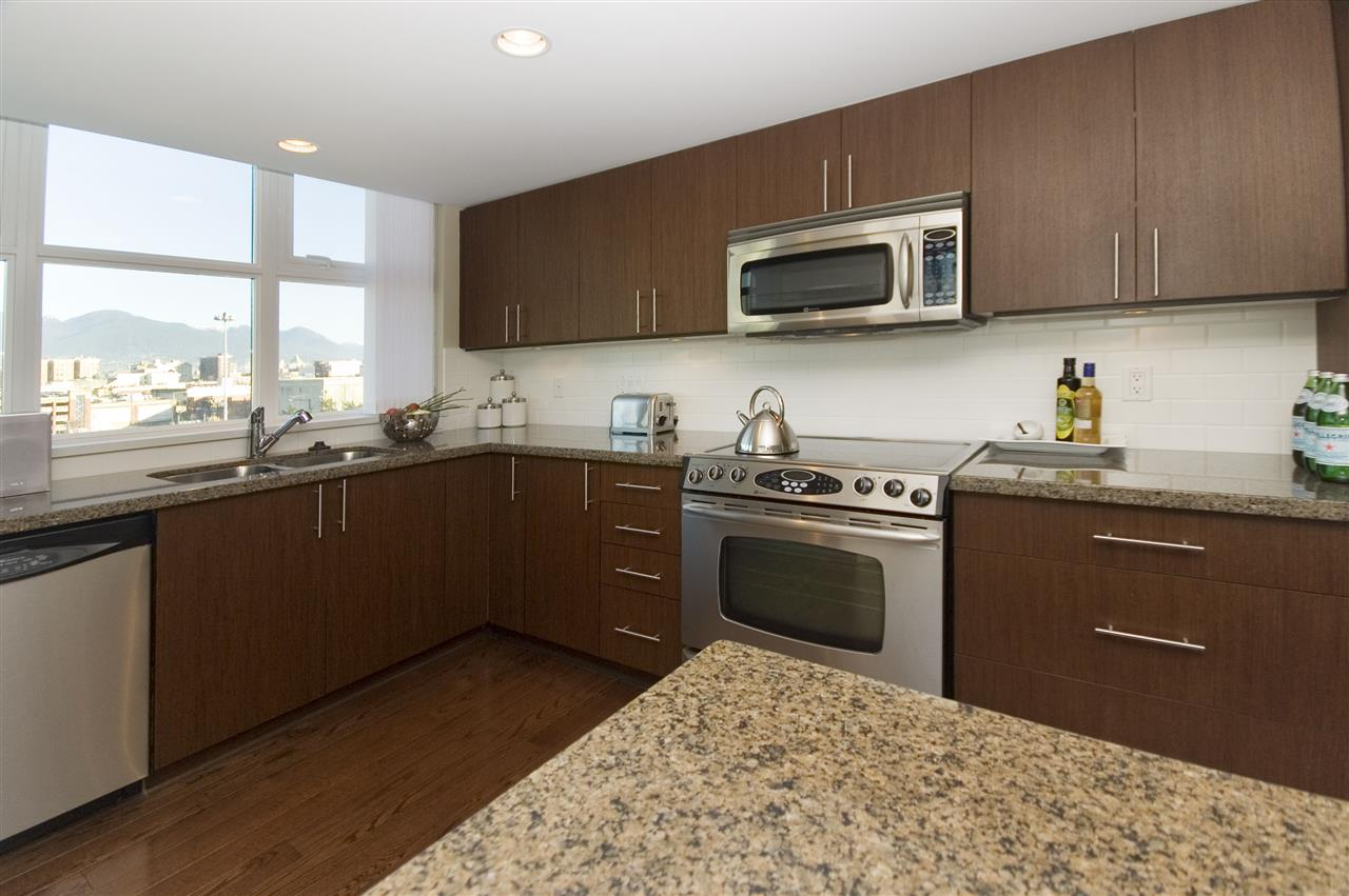 Condo Apartment at 1106 125 MILROSS AVENUE, Unit 1106, Vancouver East, British Columbia. Image 11