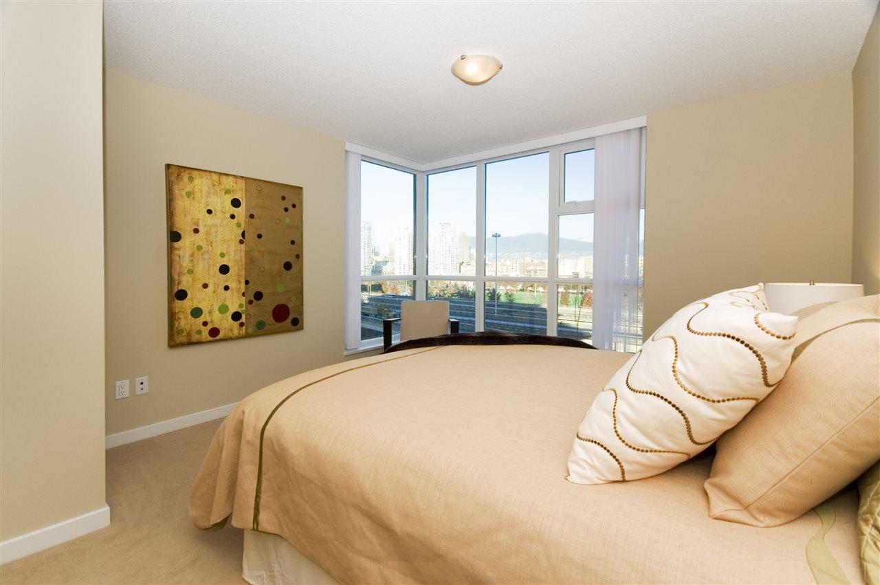 Condo Apartment at 1106 125 MILROSS AVENUE, Unit 1106, Vancouver East, British Columbia. Image 16
