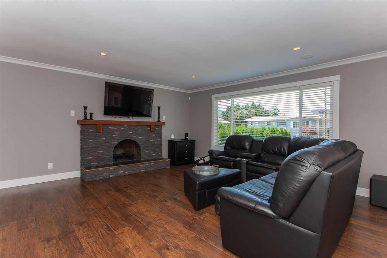 Detached at 5852 CLOVER DRIVE, Sardis, British Columbia. Image 4