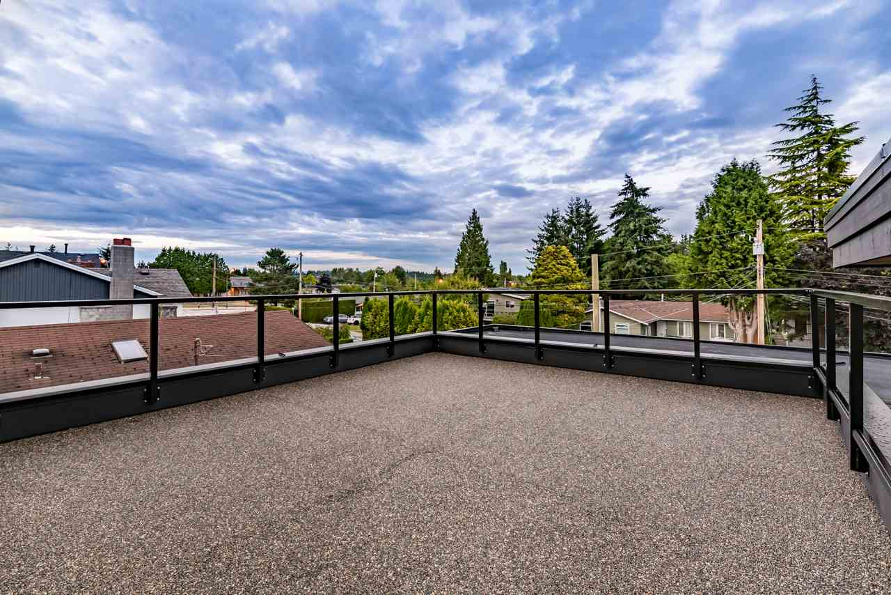 Detached at 15832 PROSPECT CRESCENT, South Surrey White Rock, British Columbia. Image 4