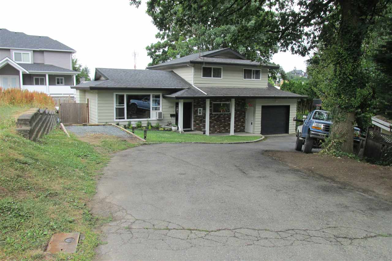 Detached at 2329 IMPERIAL STREET, Abbotsford, British Columbia. Image 2