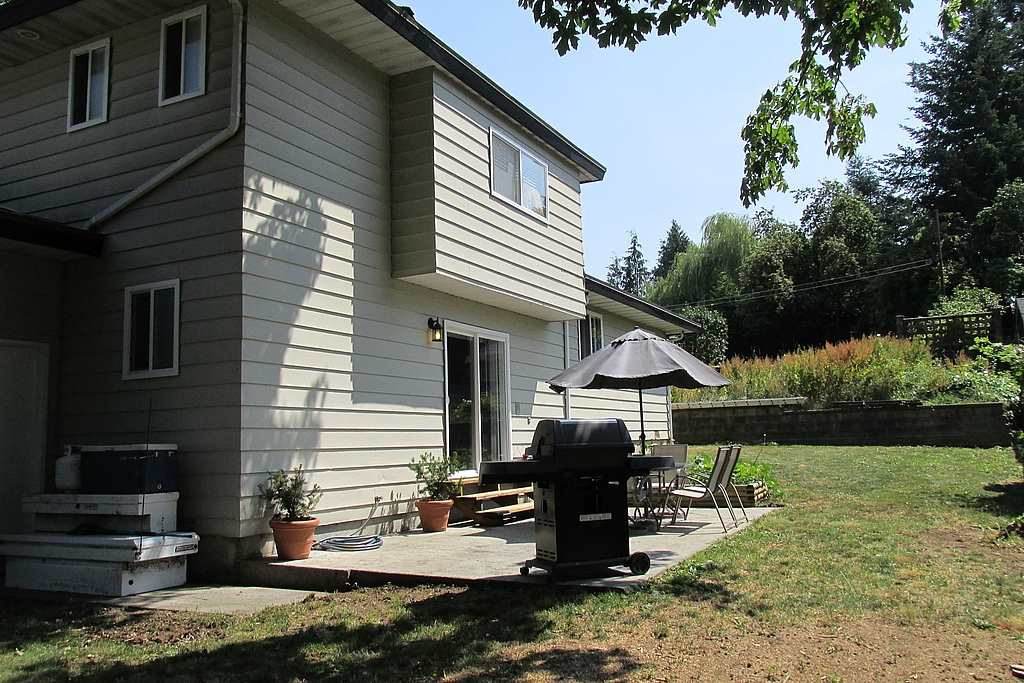 Detached at 2329 IMPERIAL STREET, Abbotsford, British Columbia. Image 3