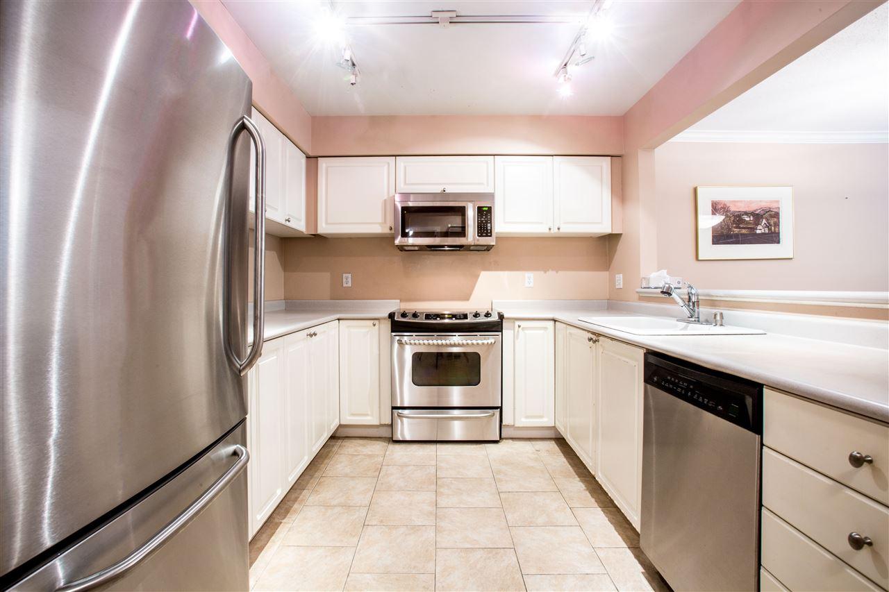 Condo Apartment at 207 2288 W 12TH AVENUE, Unit 207, Vancouver West, British Columbia. Image 5