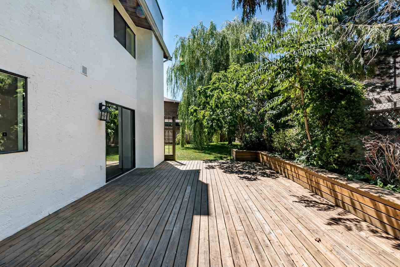Detached at 2274 WILLOUGHBY COURT, Langley, British Columbia. Image 2