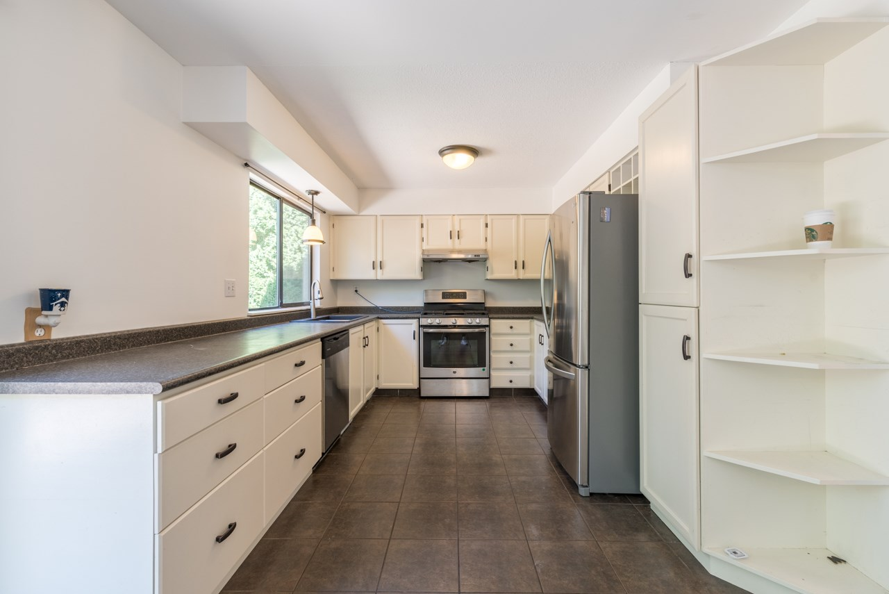 Detached at 2274 WILLOUGHBY COURT, Langley, British Columbia. Image 3