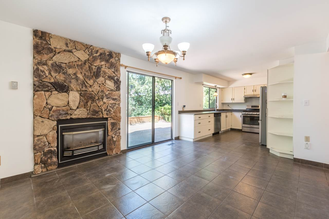 Detached at 2274 WILLOUGHBY COURT, Langley, British Columbia. Image 4