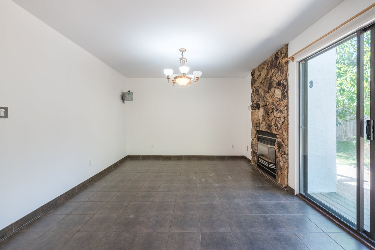 Detached at 2274 WILLOUGHBY COURT, Langley, British Columbia. Image 5