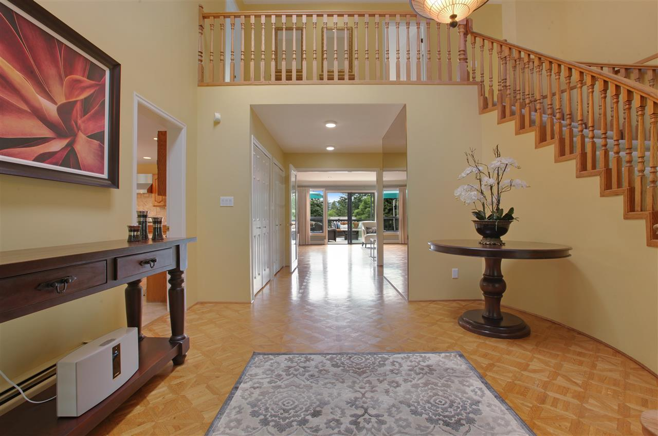 Detached at 5702 WESTPORT WYND, West Vancouver, British Columbia. Image 3