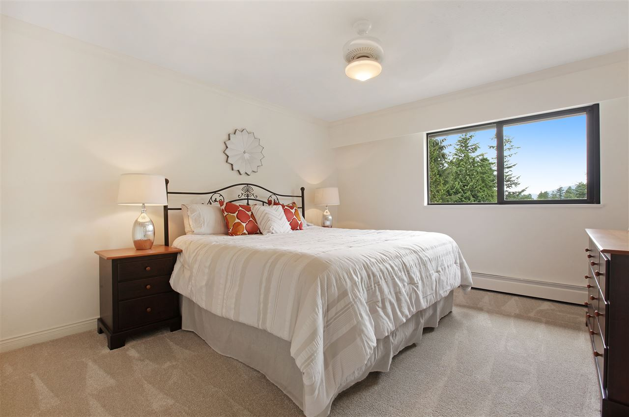 Detached at 5702 WESTPORT WYND, West Vancouver, British Columbia. Image 13