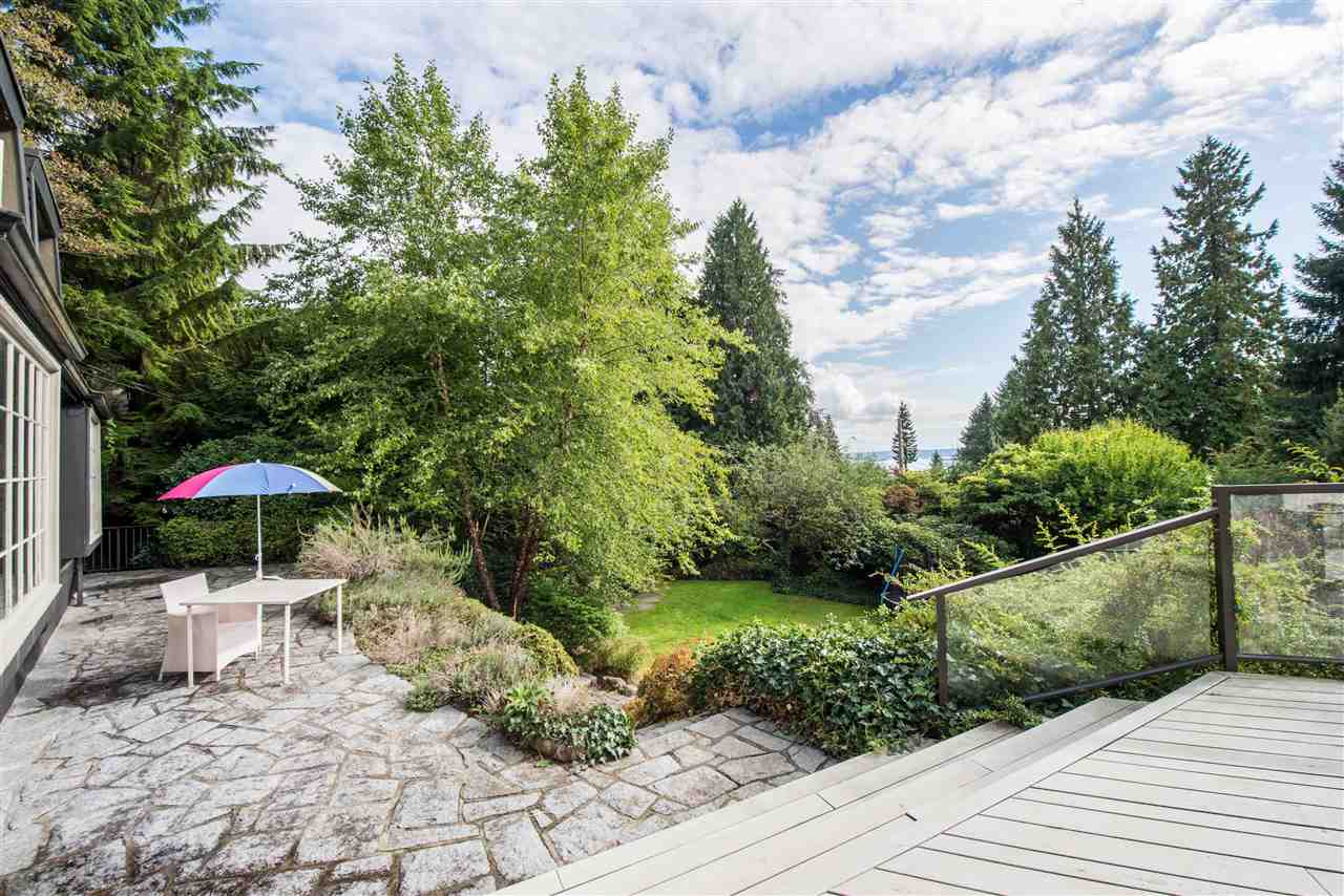 Detached at 2743 OTTAWA AVENUE, West Vancouver, British Columbia. Image 13
